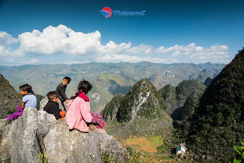 Bay cùng Vietravel Airlines:Hà Nội - Đông Bắc: Hà Giang - Lũng Cú - Đồng Văn - Mã Pí Lèng - Mèo Vạc - Cao Bằng - Thác Bản Giốc - Hồ Ba Bể