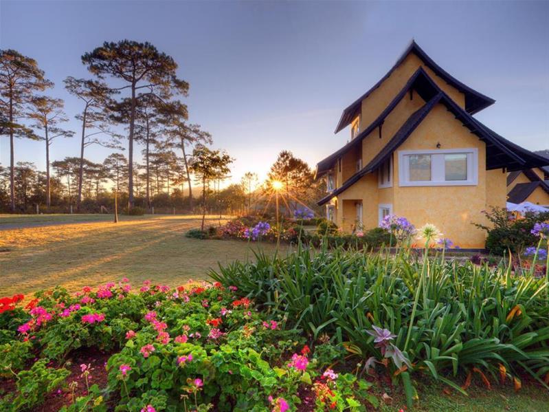 Đà Lạt: Chương trình Nghỉ dưỡng cao cấp 5 sao Bình An Village Resort - Thưởng ngoạn hồ Tuyền Lâm - Đường Hầm Điêu Khắc - Làng Hoa Vạn Thành  - Bay cùng hàng không Vietnam Airlines hạng Thương Gia