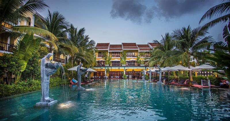 Combo 2N1Đ La Siesta Hoi An Resort and Spa:  Phòng Deluxe Window + Ăn sáng + Đưa đón sân bay