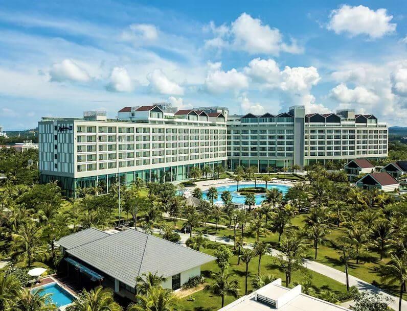 Combo 3N2Đ Radisson Blu Phú Quốc 5 Sao:  Vé máy bay khứ hồi Vietnam Airlines + Phòng Deluxe + Ăn sáng + Đưa đón sân bay theo khung giờ của khách sạn